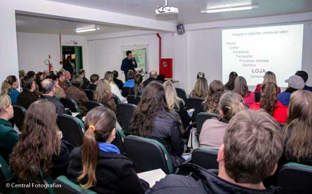 CDL Cunhã Porã: workshop sobre marketing em redes sociais
