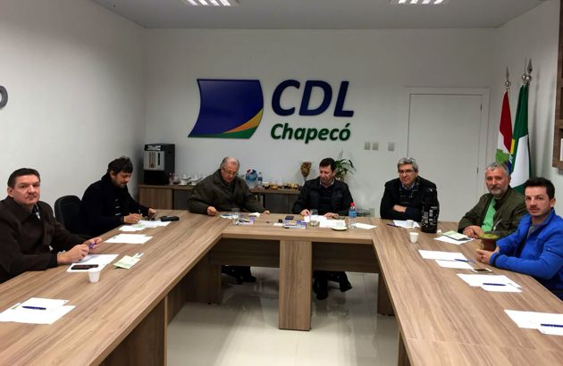Diretor do 4º Distrito em reunião da diretoria da CDL Chapecó