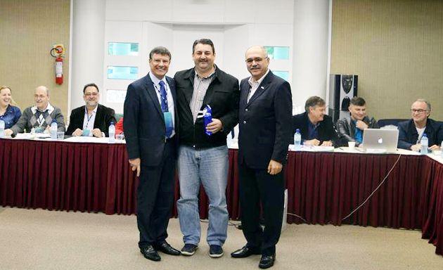 Diretor do 19º Distrito recebe prêmio da FCDL/SC