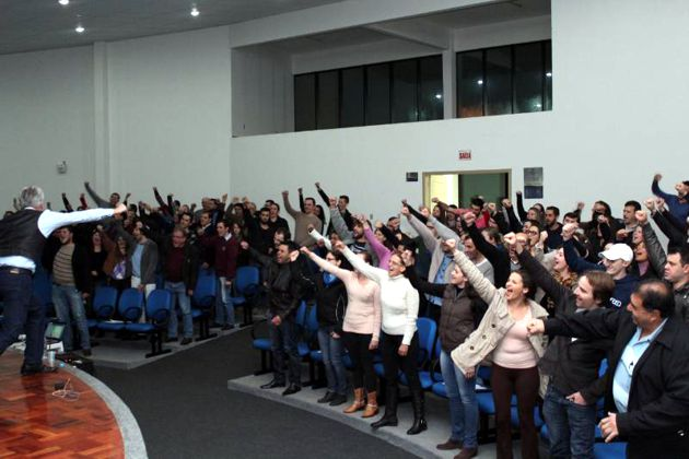 120 associados conferem palestra da CDL Palma Sola