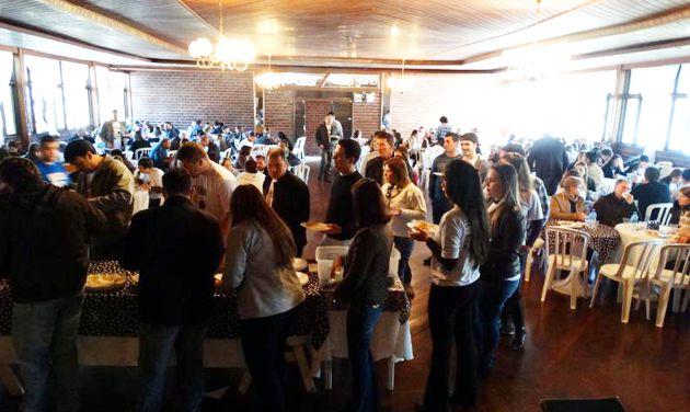300 pessoas prestigiam 5ª Feijoada da CDL Praia Grande