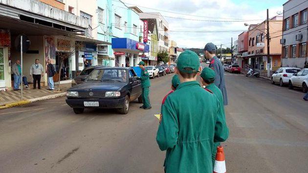 CDL Tangará e bombeiros mirins falam de trânsito seguro