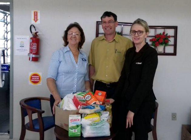 Entidades recebem doação de alimentos da CDL Turvo