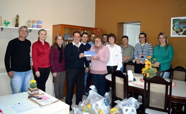 CDL Herval d'Oeste repassa donativos ao Hospital São Roque